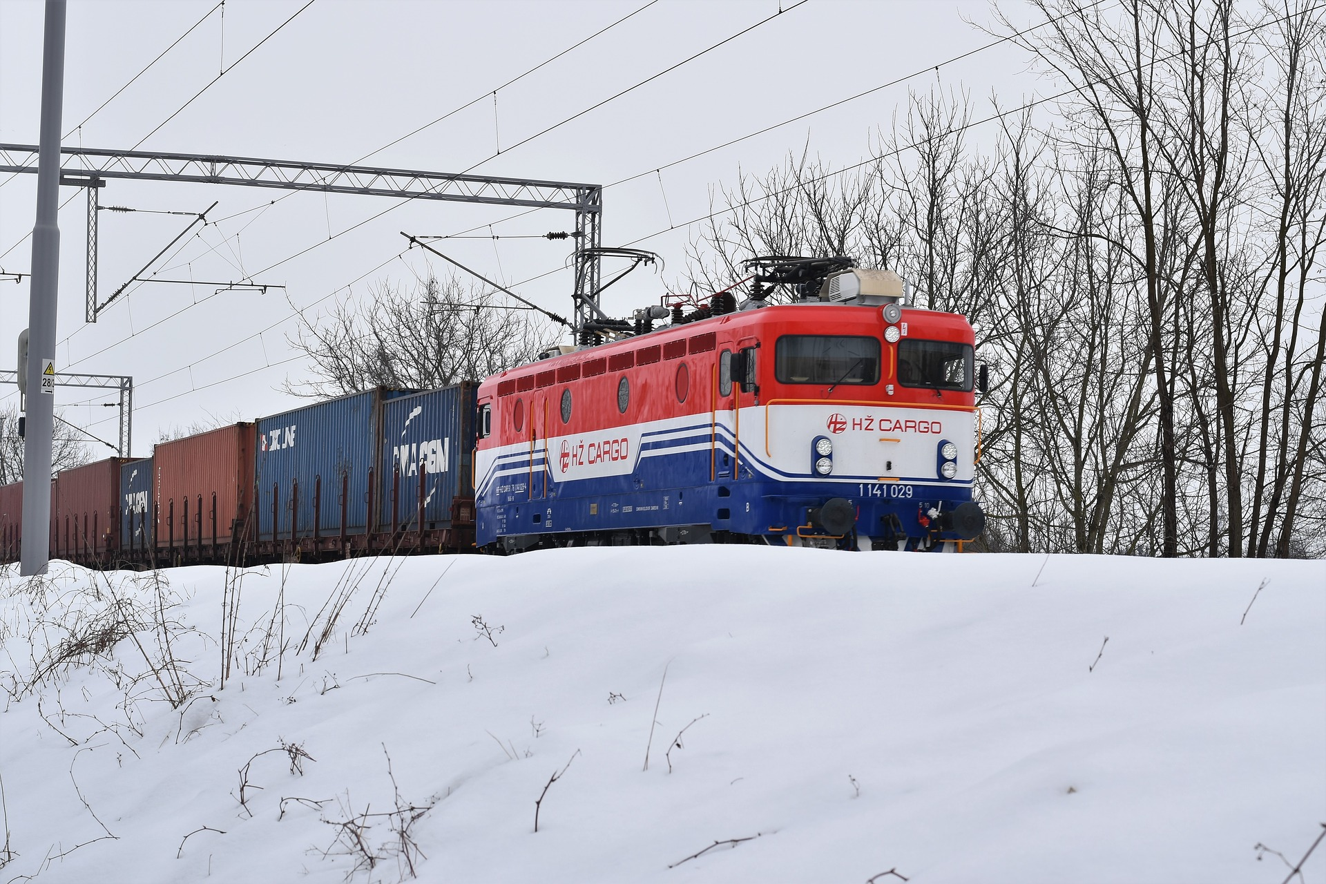 https://speed-trust.com/wp-content/uploads/2018/04/colorful-train-in-snow-3198703_1920-2.jpg